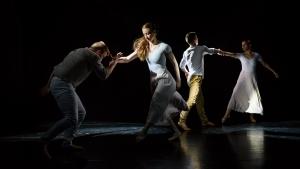 Milujem, miluješ Choreografia: Katarína Sninská Tancujú: K. Mikušová, V. Hudáková, K. Sorokáč, O. Foriš (4. roč.)