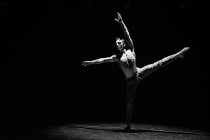 Strung out/ Vyšinutý Choreografia: A. Bobák Tancuje: Adam Bobák, 3. roč.