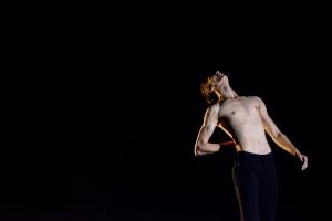 Betrayal/ Zrada Choreografia: Alberto Poti, a.h. Tancuje: David Janík, 3. roč.