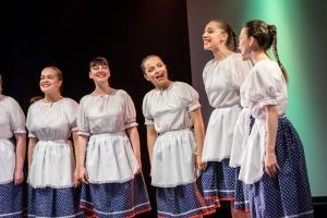 Ľúbostné piesne a trávnice z Važca- Zapadaj slniečko Naštudoval: Martin Pado Spievajú:  študentky 1. roč., odbor HDU